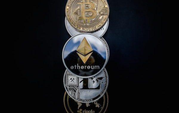 Criptoativos ainda estão se consolidando; Bitcoin sofre leve correção após adiamento de decisão sobre ETF
