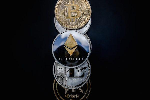 Bitcoin cai e é negociado abaixo de US$ 11.000