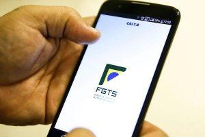 Agências da Caixa ampliam horário nesta sexta para saques do FGTS