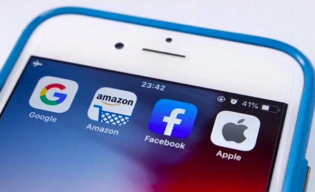 Turbulências à parte, Apple, Microsoft, Facebook e Google seguem ganhando