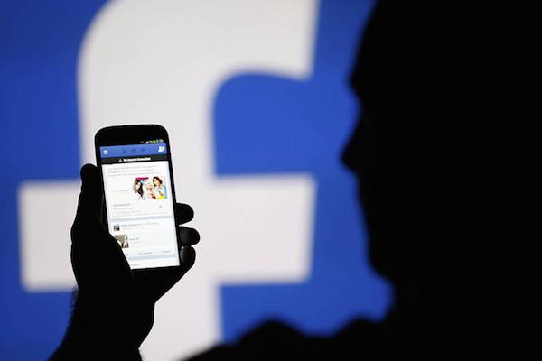 Facebook admite que acessa a localização de usuários sem autorização